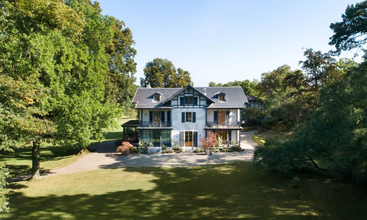 Magnificent property with Master house